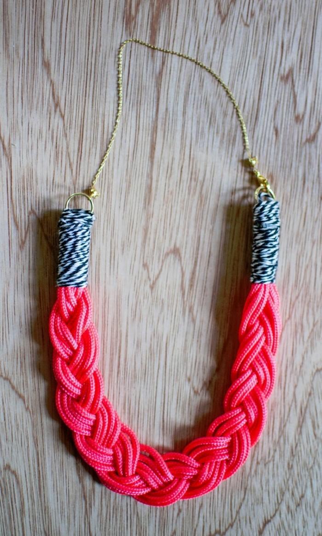 schmuck basteln originelle halskette in frischer farbe