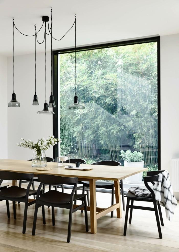 skandinavisch einrichten dasesszimmer schwarze stühle und hängelampen