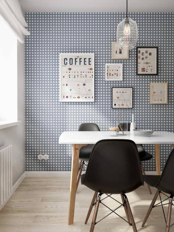 skandinavisch einrichten esszimmer nordisch gestalten mit schöner tapete und schwarzen stühlen