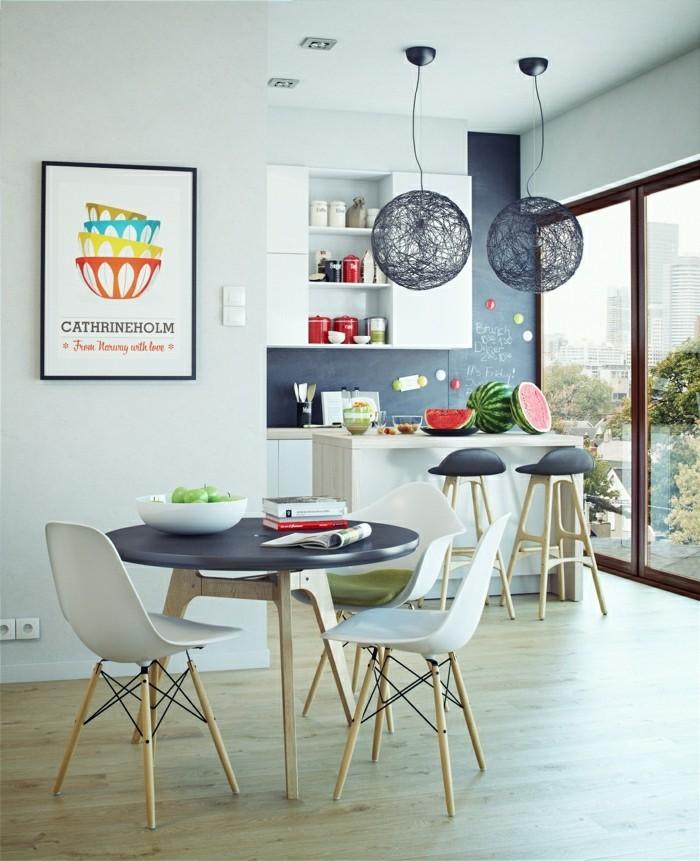 skandinavisches design im esszimmer runder esstisch und komfortable stühle