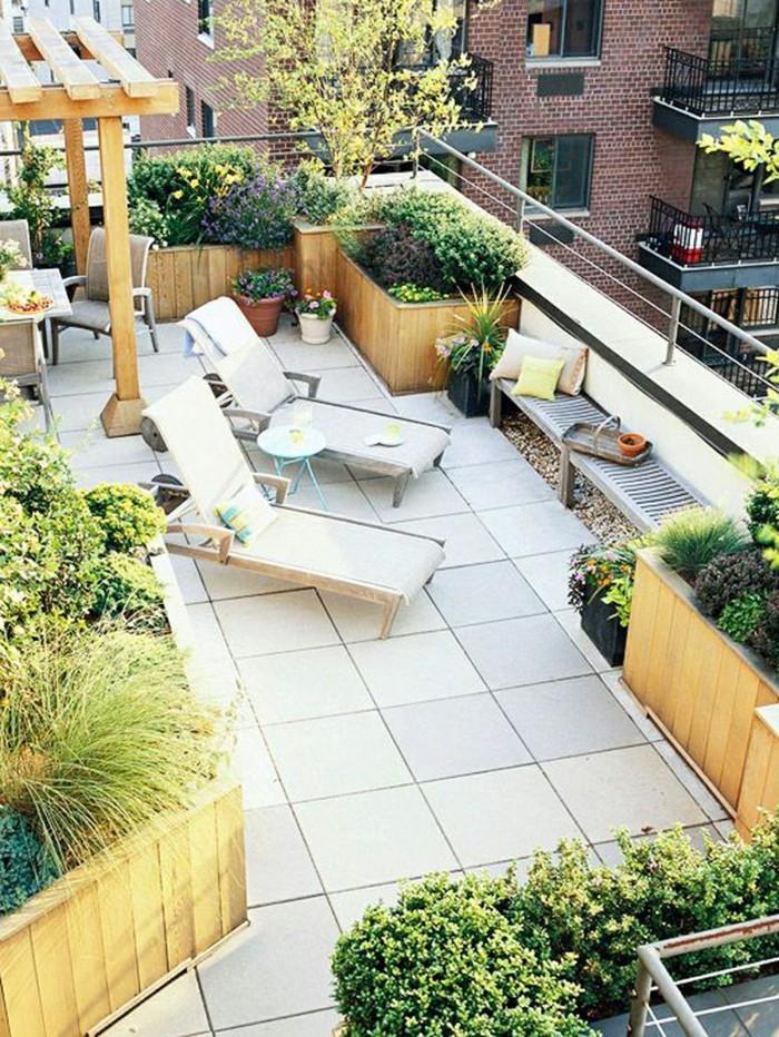 terrassengestaltung frische stimmung und schöne pflanzen