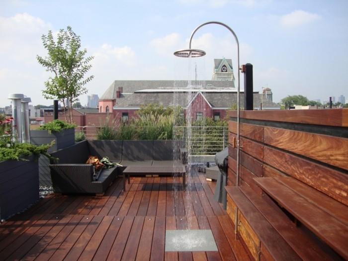 terrassengestaltung mit außendusche