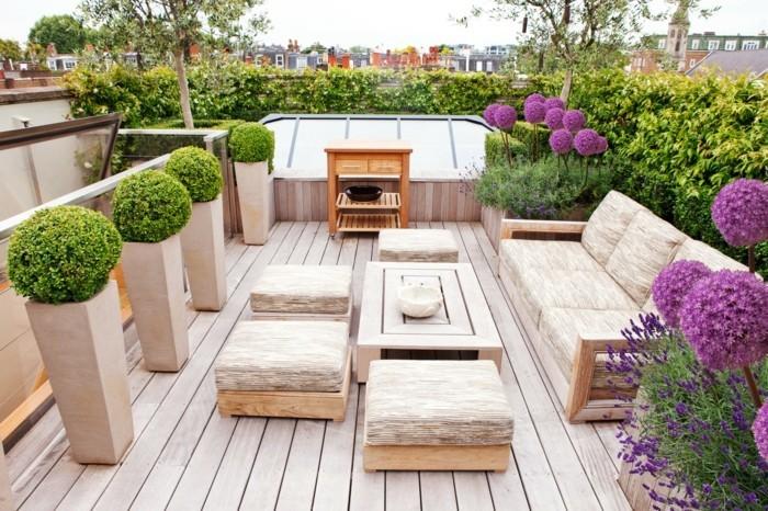 terrassengestaltung pflanzen in großen pflanzengefäßen