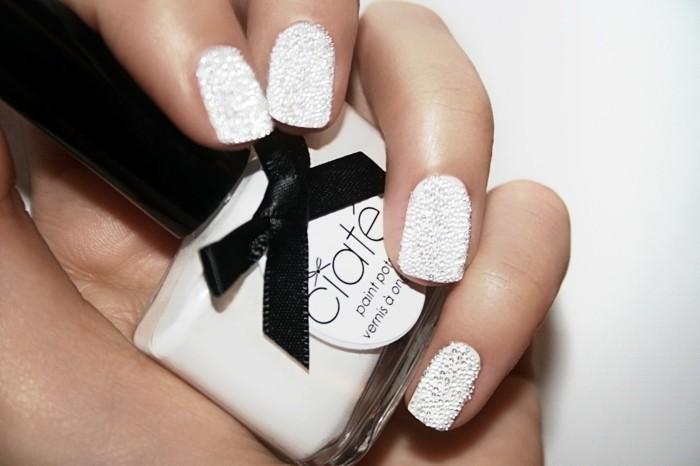 weisse fingernägel nagellack perleneffekt