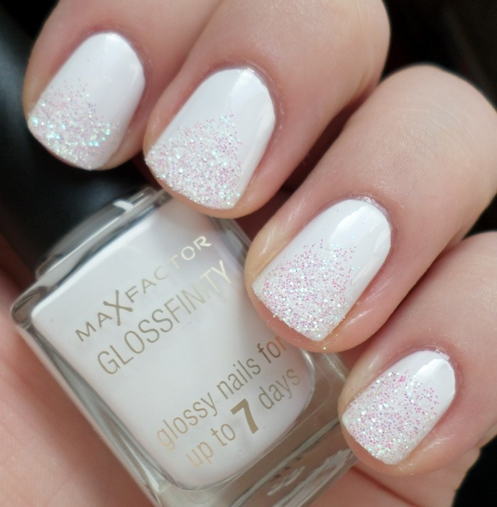 weisser nagellack nageldesign glitzer hochzeitsnägel ideen