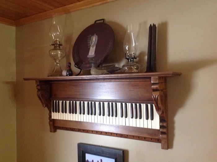 DIY moebel upcycling ideen diy inspiration aus alt macht schreibtisch selber machen klavier regal