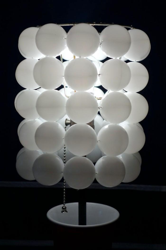 DIY moebel upcycling ideen diy inspiration aus alt macht schreibtisch selber machen tischtennis bälle