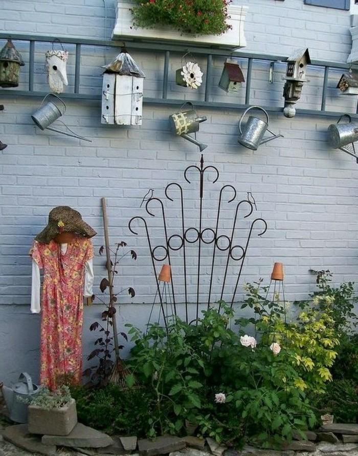 ausgefallene gartendeko selber machen den gartenzaun eklektisch dekorieren