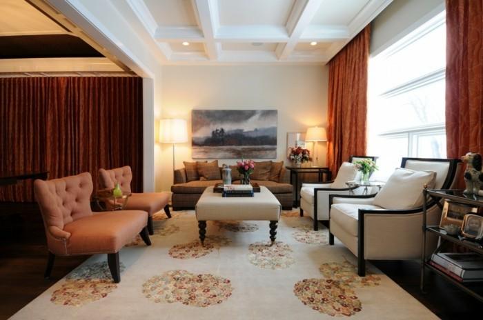 deckengestaltung wohnzimmer mit schönem teppich und viele blumen