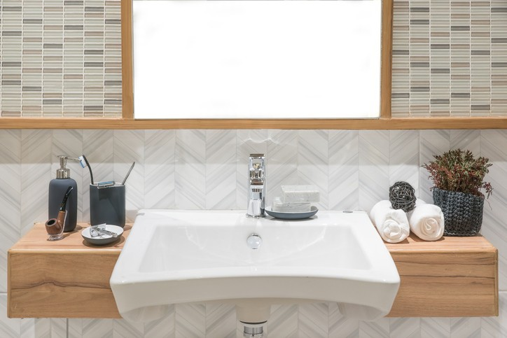 klein aber oho die richtige dekoration f r jedes badezimmer. Black Bedroom Furniture Sets. Home Design Ideas