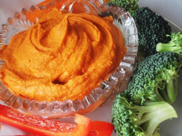 dips zum grillen brokkoli kartoffeln roter dip für grillfleisch feuerrot