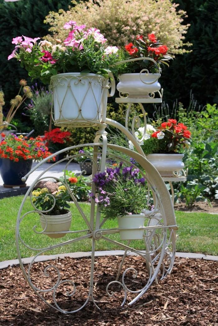 gartengestaltung ideen ausgefallene gartendeko mit fahrrädern