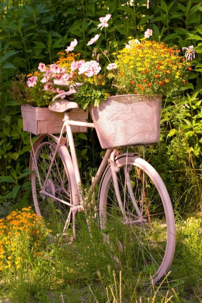 gartengestaltung ideen ausgefallene pflanzenbehälter fahrrad in hellrosa