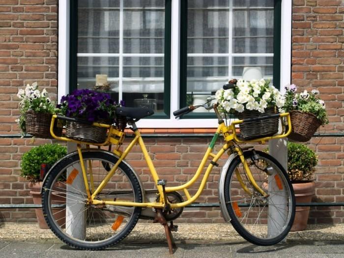 gartengestaltung ideen den garten organisieren mit einem fahrrad pflanzenbehälter