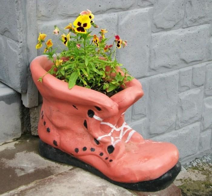 gartengestaltung ideen kreatives pflanzengefäß als treppendeko