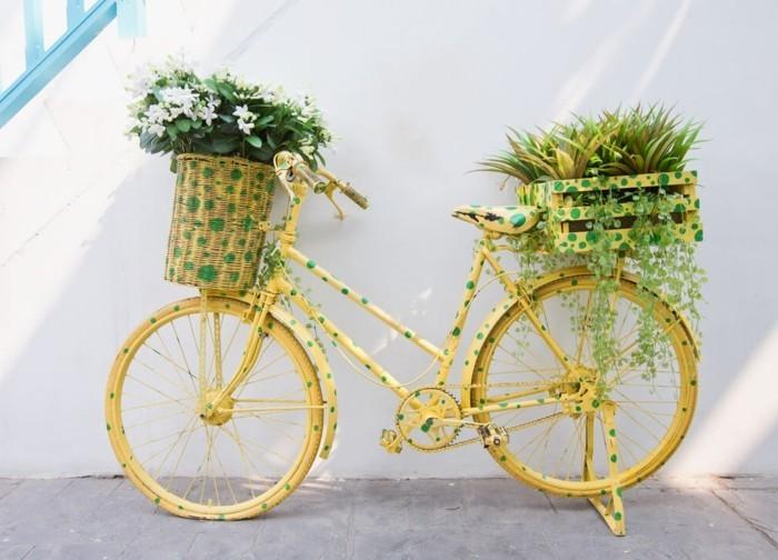 gartengestaltung ideen lustiger pflanzenbehälter altes fahrrad