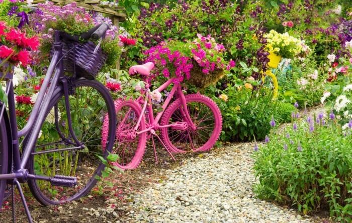 gartengestaltung ideen mehrere fahrräder im garten