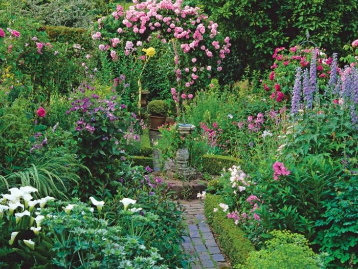 gartenideen wunderschöne gartenblumen und gartenbrunnen