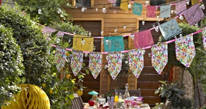 gartenparty sommerdeko ideen bunte stoffe girlanden grillen