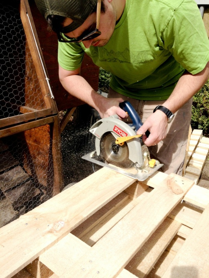 gartenzaun selber bauen paletten vorbereiten