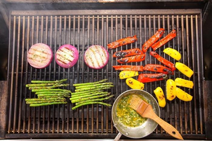 gemüse grillen paprika zucchini zwiebel