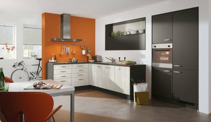 küche l-form orange akzentwand und schöne bodenfliesen