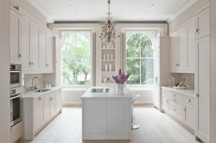 küchengestaltung in weiß mit kücheninsel