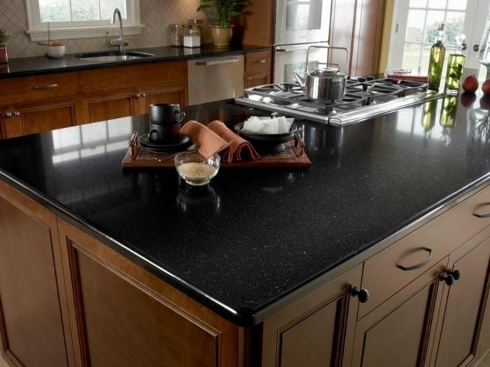 küchengestaltung quarzstein arbeitsfläche in schwarz und stilvolle küchenschränke