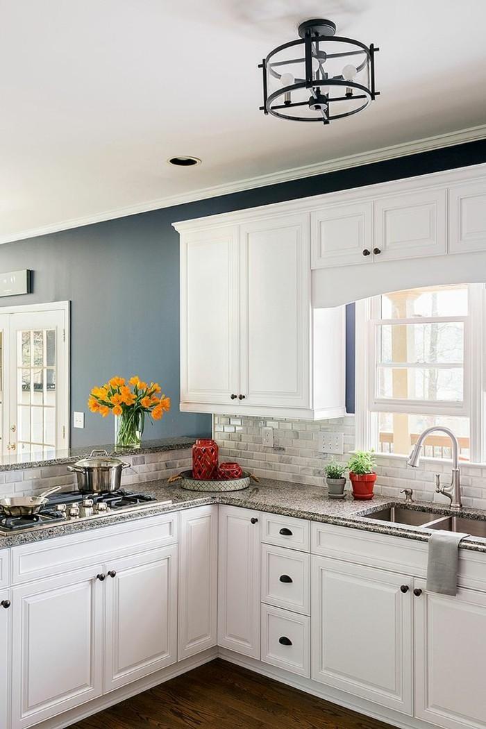 küchengestaltung weiße küche mit holzboden