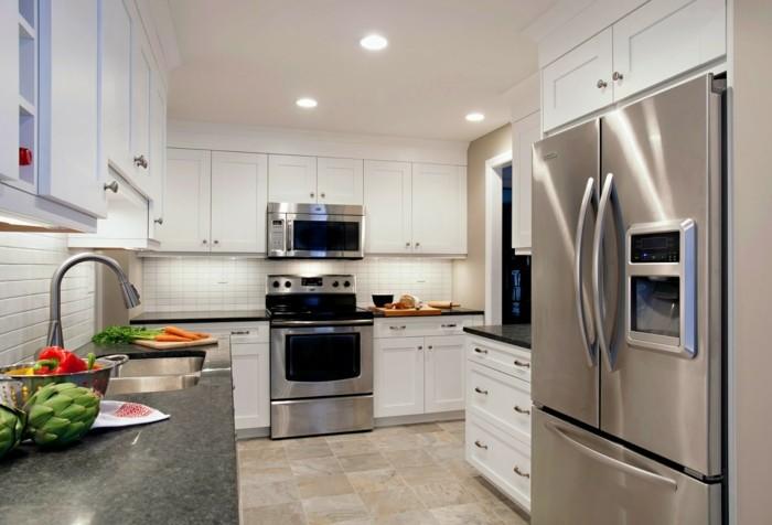 küchengestaltung weiße küchenschränke und schöne arbeitsfläche