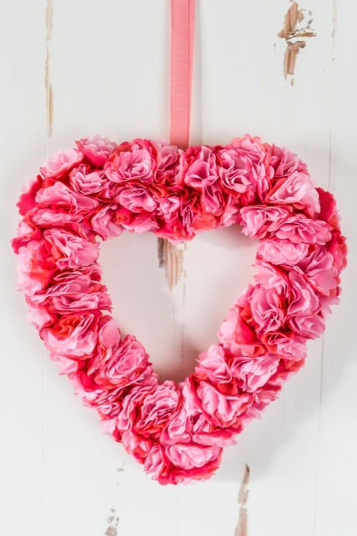 kreativ basteln ausgefallener dekokranz aus papierblumen