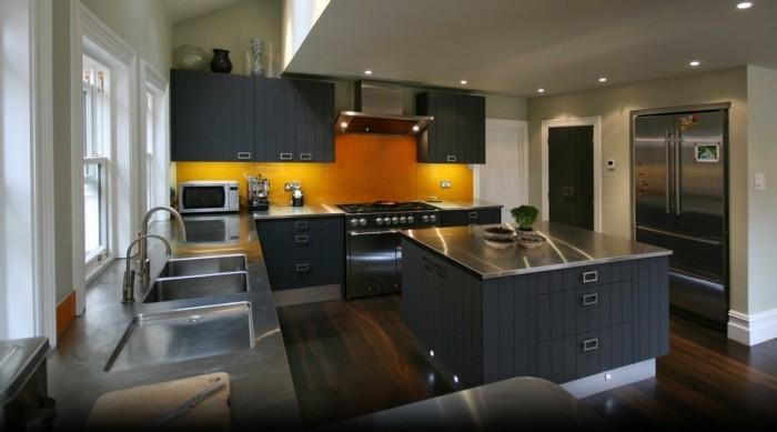 moderne küche in g form mit schöner beleuchtung
