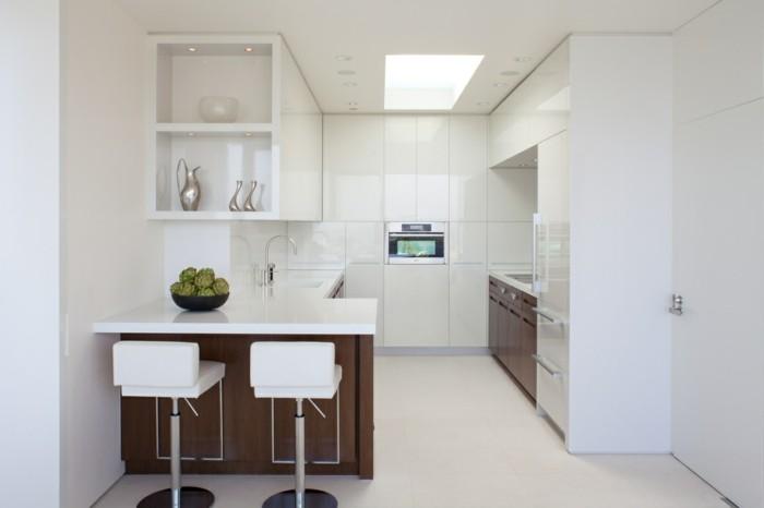 moderne küche in g form mit weißer arbeitsoberfläche