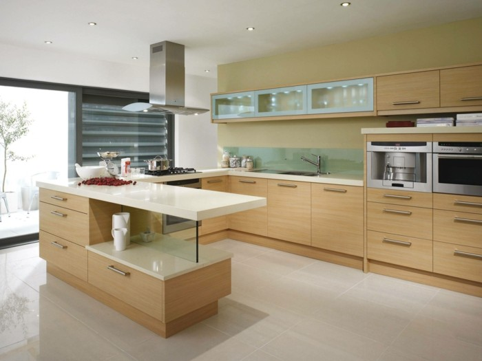 moderne küche in u form in hellen farbtönen
