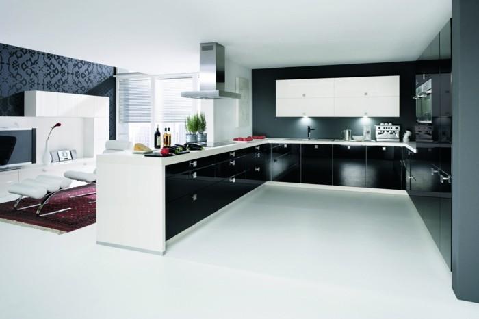 moderne küche in u form offener wohnplan und weißer bodenbelag