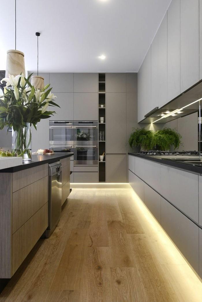 moderne küche mit holzoptik und led streifen