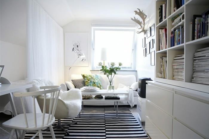 modernes wohnen im skandinavischen stil streifenteppich und blumenmuster