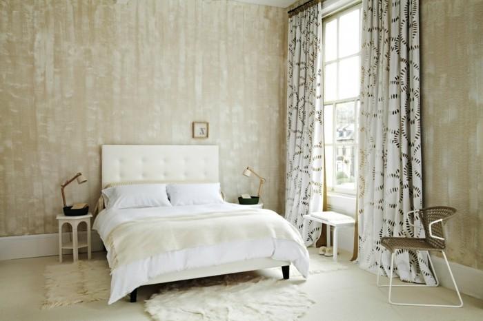 modernes wohnen schlafzimmer einrichten in weiß mit wunderschöner wandgestaltung