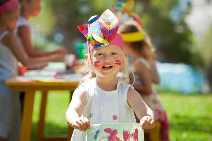 pinata basteln kindergeburtstag feiern draussen kinder schminken