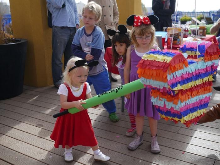 pinata basteln kindergeburtstag feiern geschnek für die kinder pappmaschee kinderspiel