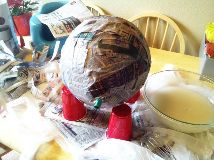 pinata basteln kindergeburtstag feiern geschnek für die kinder pappmaschee schritte trockenn lassen