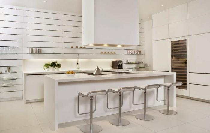 schöne wohnideen minimalistische küche in weiß mit moderner beleuchtung