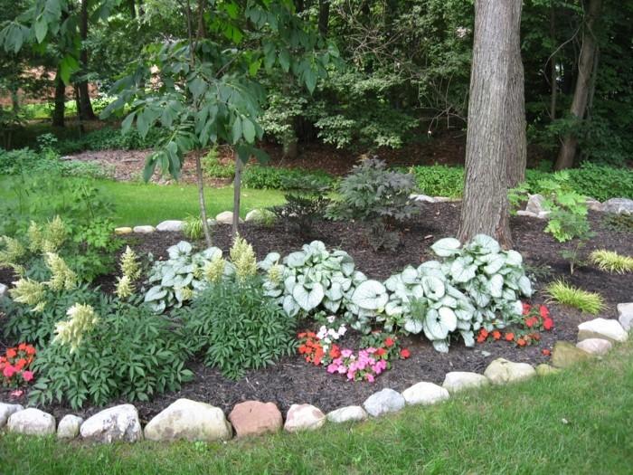 gartenideen mit steinen pflanzen und grün
