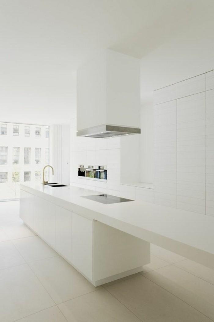 Weiße Küche Minimalistische Inneneinrichtung Mit Funktionaler Kücheninsel