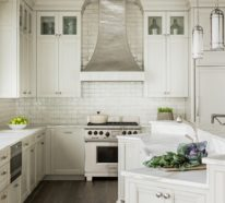 moderne wei e k che zeigt stil und eleganz vereint modernit t und funktionalit t. Black Bedroom Furniture Sets. Home Design Ideas