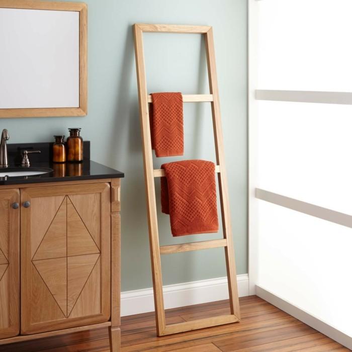 wohnideen-für-das-badezimmer-farbige-tücher-als-dekoration-im-bad