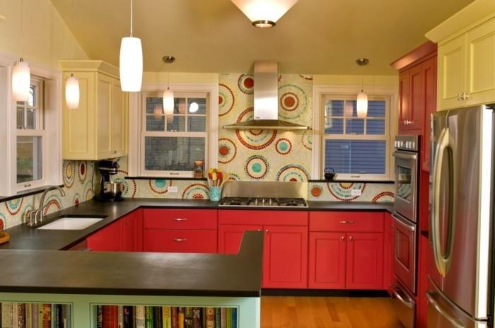 wohnideen küche praktische g form und rote akzente