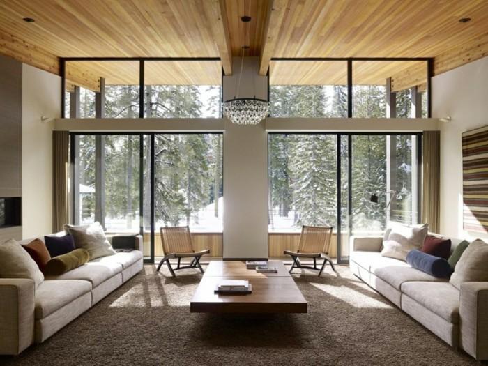wohnideen wohnzimmer hölzerne zimmerdecke mit moderner beleuchtung