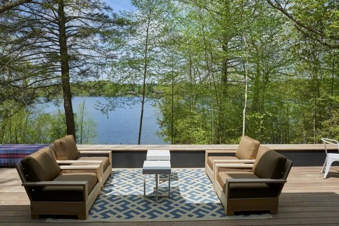 wohnlich-mit-holzboden-und-outdoor-teppich