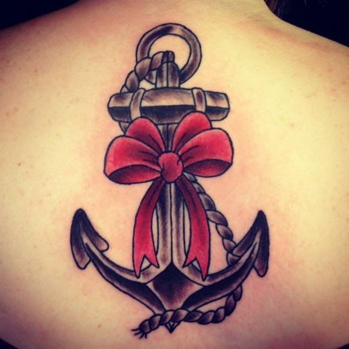 anker tattoo ideen frauen tätowierung am oberen rücken